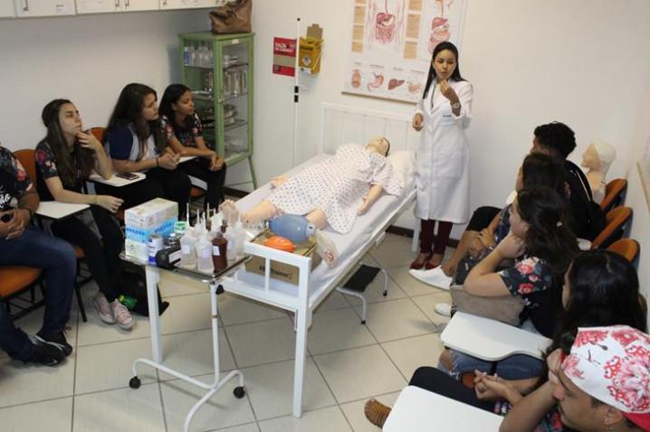 atividade-do-curso-de-enfermagem-com-prof-ronesca-dias-20180801135003-jpg