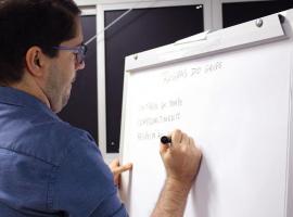 Bahiana sedia oficina - Latin America Grants - LAG sobre Avaliação Programática do Estudante