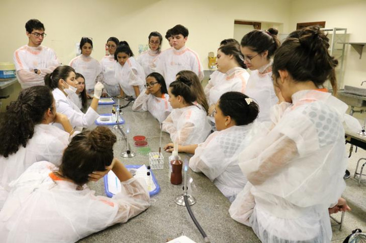 atividade-do-curso-de-biomedicina-coma-biomedicaemily-figueredo-20190514083116-jpg