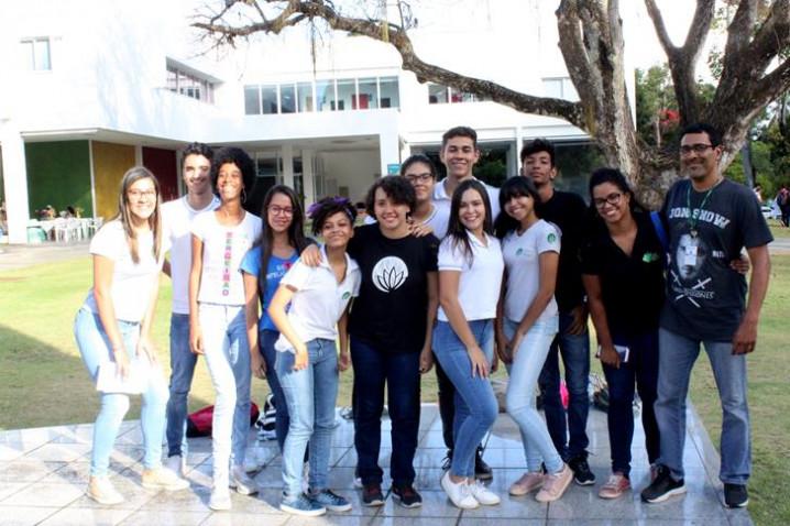 foto-1-colegio-vitoria-regia-participa-do-bahiana-por-um-dia-2-20181109164719.JPG