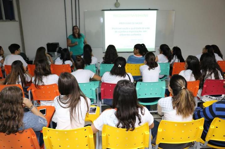 atividade-do-curso-de-psicologia-com-a-psicologa-e-orientadora-vocacional-laissa-liguori-20190514083134-jpg