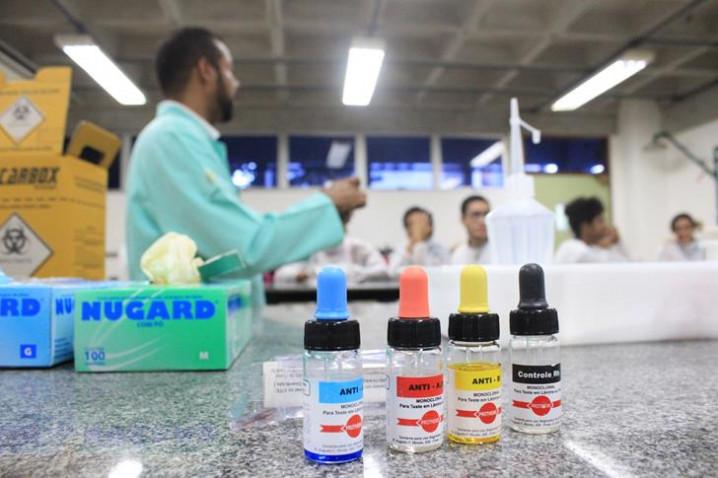 atividade-laboratorial-com-o-prof-sidney-sampaio-do-curso-de-biomedicina-20170831144214-jpg