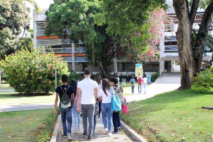 foto-18-colegio-vitoria-regia-participa-do-bahiana-por-um-dia-20181109164748.JPG