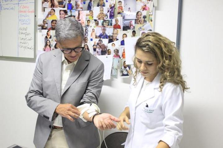CEDIMI-Visita-Urologista-Americano-BAHIANA-07-10-2015_%282%29.jpg