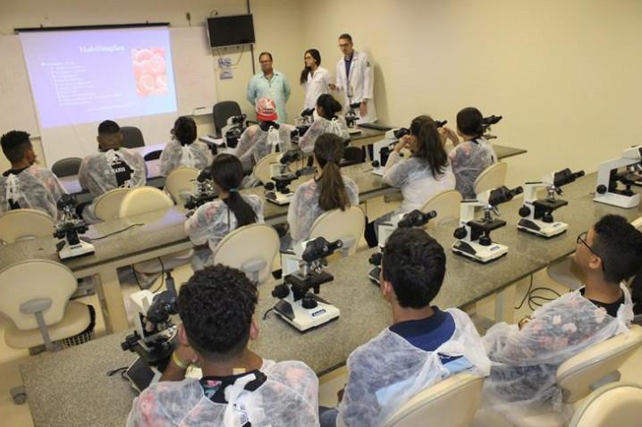 atividade-do-curso-de-biomedicina-com-prof.-adalardo-carneiro-20180801134952.JPG